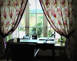 Firany, zasłony - Małe biuro pracownia kącik do pracy, styl prowansalski - zdjęcie od piekneokno