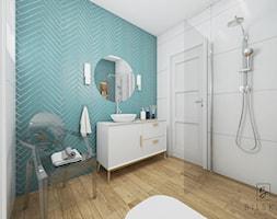 Projekt łazienki w Łowiczu - Średnia biała niebieska łazienka na poddaszu w bloku w domu jednorodzinnym bez okna - zdjęcie od Bilska studio