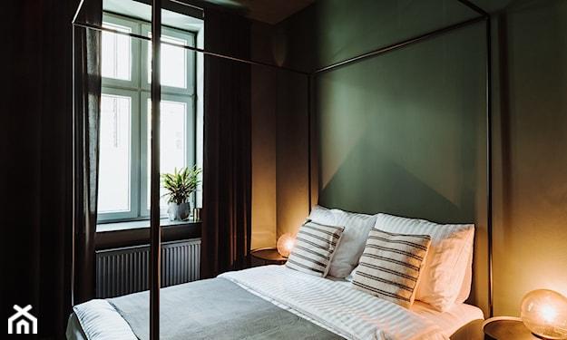 designerskie łóżko z baldachimem