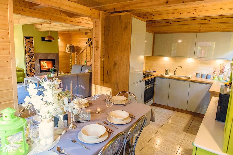 Nowoczesna Kuchnia W Drewnianym Domu Zdjęcie Od Natalia