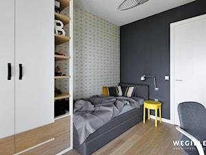 Pokój chłopca lat 11 - Mały szary czarny pokój dziecka dla chłopca dla dziewczynki dla ucznia dla nastolatka - zdjęcie od Węgiełek Architekci Wnętrz