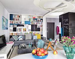Apartament Warszawa Muranów - Średni szary salon z kuchnią z jadalnią - zdjęcie od Węgiełek Architekci Wnętrz - Homebook