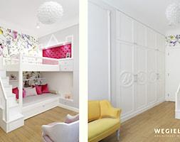 Apartament Morskie Oko - Mały biały różowy kolorowy pokój dziecka dla dziewczynki dla nastolatka, styl glamour - zdjęcie od Węgiełek Architekci Wnętrz