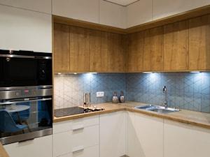 """Mieszkanie na wynajem - Średnia zamknięta kuchnia w kształcie litery g, styl nowoczesny - zdjęcie od Biuro projektowe """"Patio"""" Ewa Szymczak"""