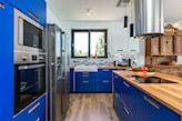 kobaltowe szafki kuchenne