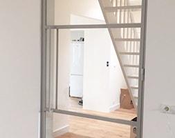 Drzwi+przeszklone+w+jasnej+ramie+-+zdj%C4%99cie+od+OTIF+Profil+-+%C5%9Bcianki+i+drzwi+loftowe
