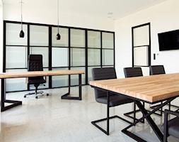Biuro+z+zabudow%C4%85+w+stylu+loft+-+zdj%C4%99cie+od+OTIF+Profil+-+%C5%9Bcianki+i+drzwi+loftowe
