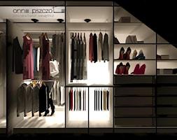garderoba - Średnia zamknięta garderoba na poddaszu, styl klasyczny - zdjęcie od Anna Pszczoła - Aranżacja Wnętrz