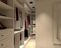 garderoba - Duża otwarta garderoba oddzielne pomieszczenie, styl klasyczny - zdjęcie od Anna Pszczoła - Aranżacja Wnętrz