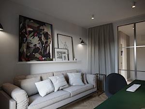 APARTAMENT - KLASYCZNA ELEGANCJA W NOWOCZESNYM WYDANIU - Średnie beżowe białe biuro domowe kącik do pracy w pokoju, styl nowoczesny - zdjęcie od JMW Architekci