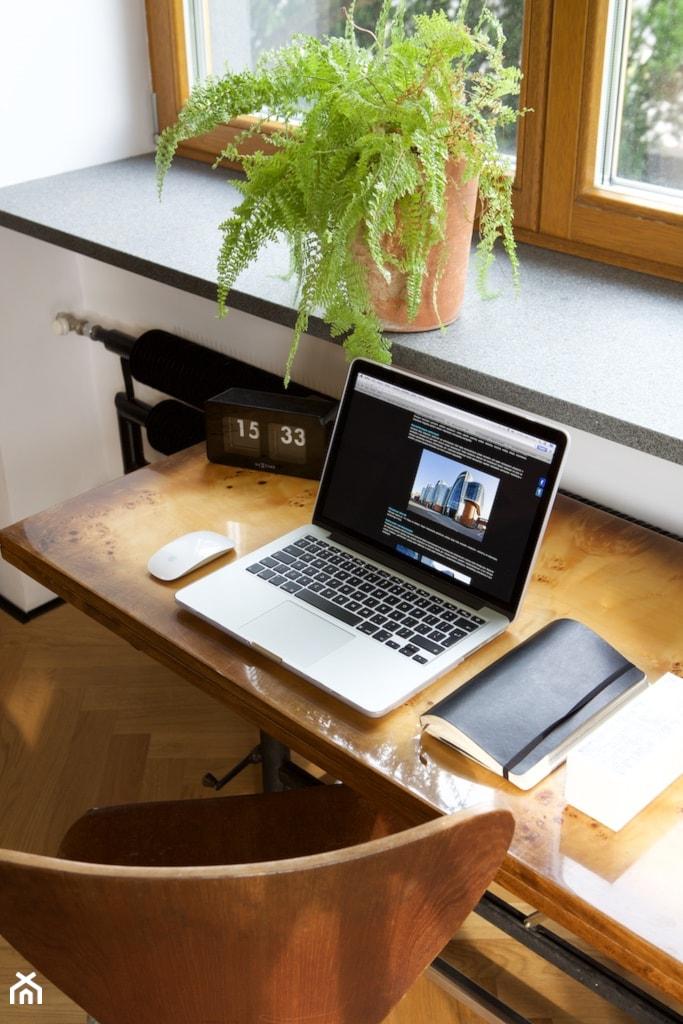 dom // żyrardów - Małe białe biuro kącik do pracy w pokoju, styl vintage - zdjęcie od Live Touch // Dominika Wojtkowska-Banaszek