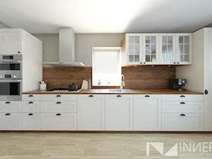 Kuchnia 15,0m2 w Sarnowie k. Będzina - Średnia zamknięta szara kuchnia jednorzędowa z oknem, styl klasyczny - zdjęcie od INNers - architektura wnętrza