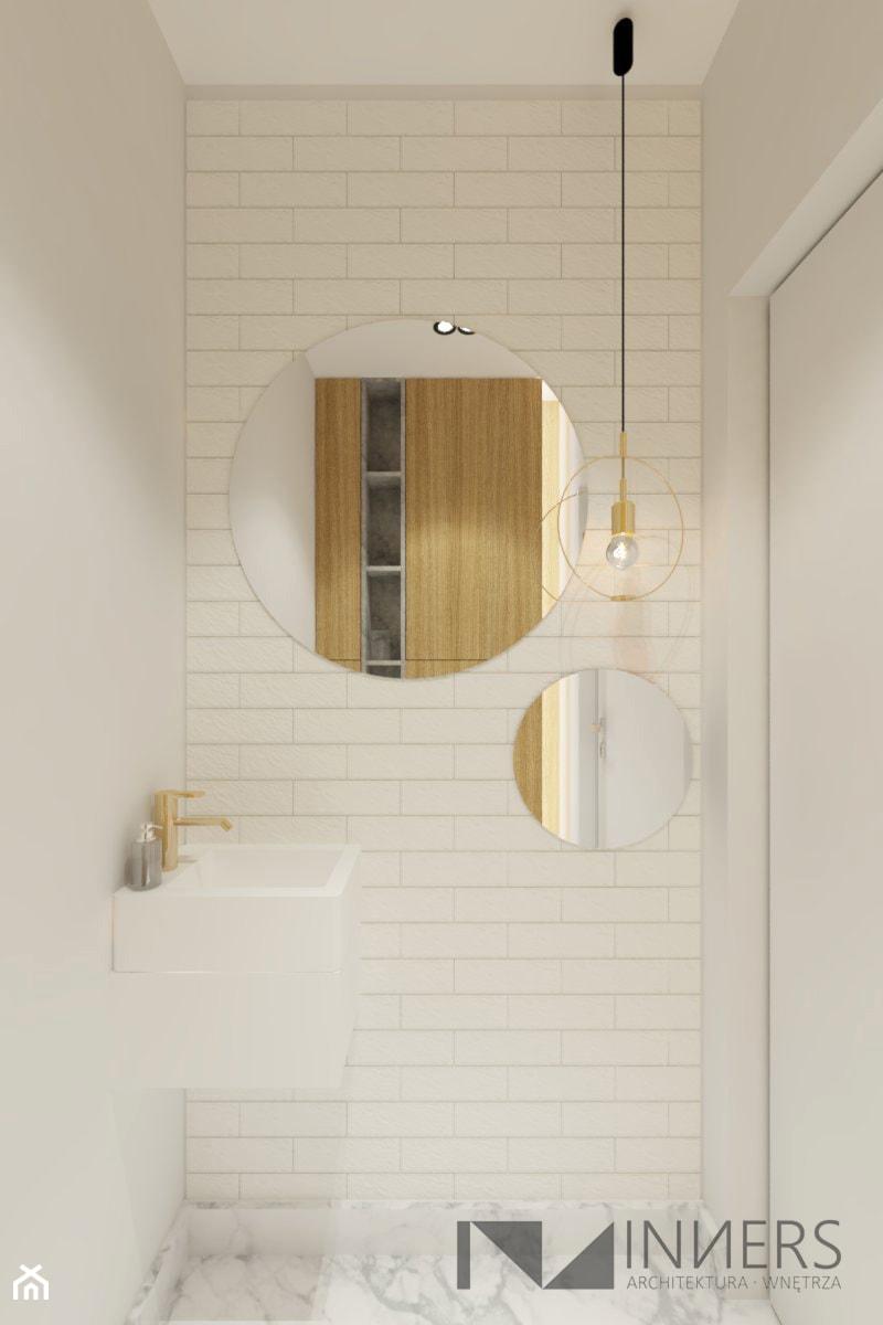 Mieszkanie 77m2, Apartamenty Novum, ul. Rakowicka 20, Kraków - Mała biała łazienka na poddaszu w bloku w domu jednorodzinnym bez okna, styl nowoczesny - zdjęcie od INNers - architektura wnętrza
