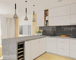 Mieszkanie 77m2, Apartamenty Novum, ul. Rakowicka 20, Kraków - Średnia otwarta biała kuchnia w kształcie litery l w aneksie z oknem, styl nowoczesny - zdjęcie od INNers - architektura wnętrza