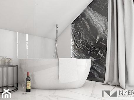 Aranżacje wnętrz - Łazienka: Dom 200m2 w Puławach - Łazienka na poddaszu w domu jednorodzinnym, styl nowoczesny - INNers - architektura wnętrza. Przeglądaj, dodawaj i zapisuj najlepsze zdjęcia, pomysły i inspiracje designerskie. W bazie mamy już prawie milion fotografii!