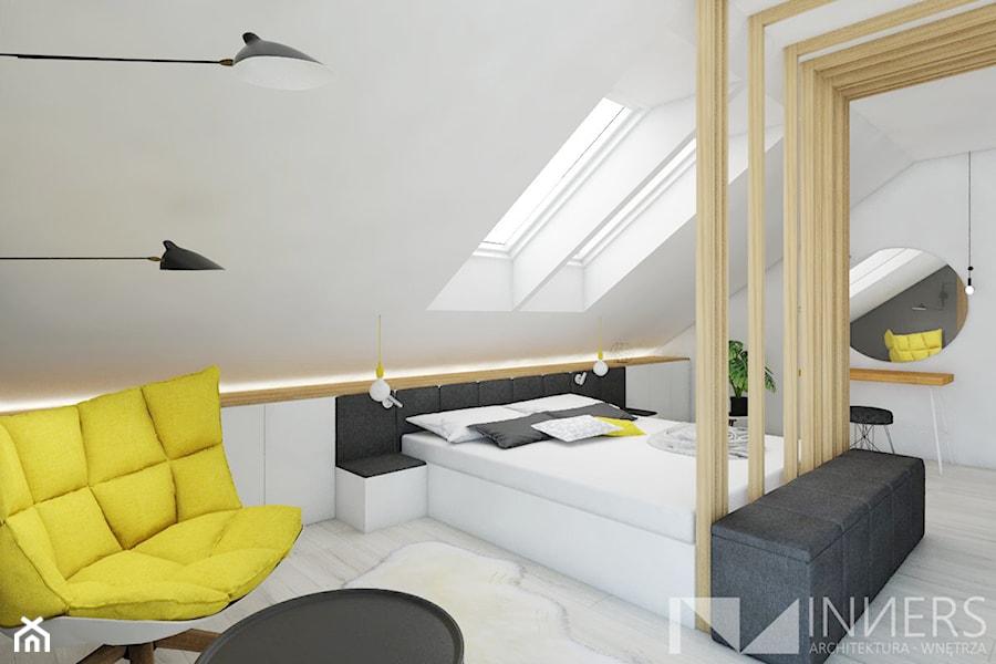 Dom 140,0m2 we Wrząsowicach - Duża biała sypialnia małżeńska na poddaszu, styl nowoczesny - zdjęcie od INNers - architektura wnętrza