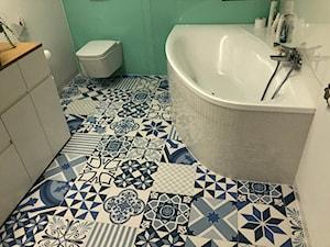 Galeria prac wykonanych przez firmę START-BUD - Średnia biała zielona łazienka bez okna, styl kolonialny - zdjęcie od START-BUD