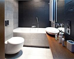 Nowoczesny apartament - Mała biała czarna łazienka w bloku, styl nowoczesny - zdjęcie od Maria Jachalska - Homebook