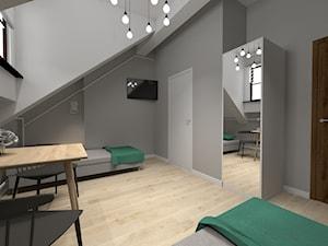 Metamorfoza pokoi hotelowych na krakowskim Kazimierzu - Średnia szara sypialnia dla gości na poddaszu - zdjęcie od STUDIO ARCHI S
