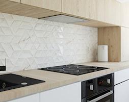 Blat+kuchenny+w+ma%C5%82ej+kuchni+-+zdj%C4%99cie+od+Studio+M+kwadrat+%7C+architektura+wn%C4%99trz