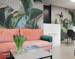 Nowoczesny+salon+stylizacji+paznokci+-+zdj%C4%99cie+od+Studio+M+kwadrat+%7C+architektura+wn%C4%99trz