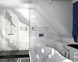 Łazienka - Średnia biała łazienka na poddaszu w domu jednorodzinnym z oknem - zdjęcie od MM Design Pracownia Wnętrz