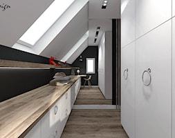Dom w Lędzinach - Średnia zamknięta garderoba z oknem na poddaszu, styl nowoczesny - zdjęcie od MG Design