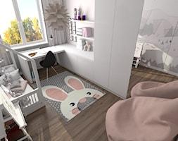 Pokój Dominiki - Mały biały pokój dziecka dla dziewczynki dla malucha, styl skandynawski - zdjęcie od MG Design