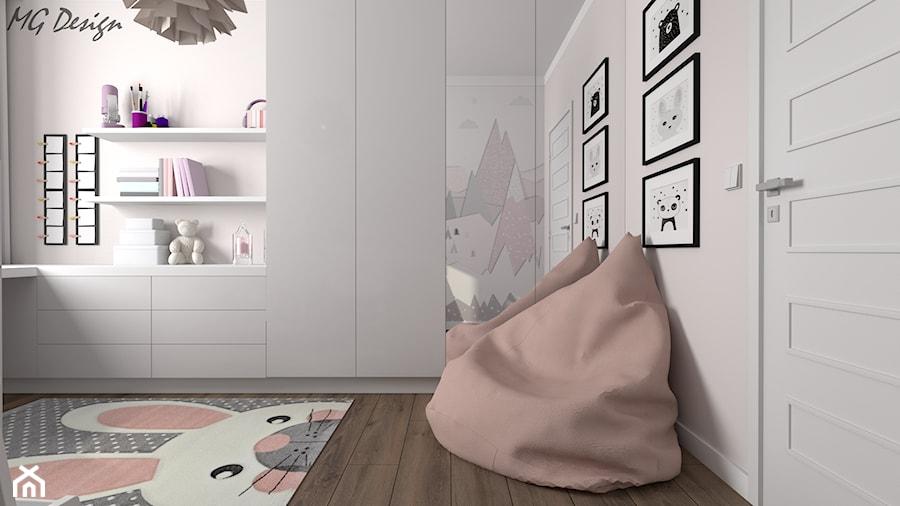 Aranżacje wnętrz - Pokój dziecka: Pokój Dominiki - Mały biały pokój dziecka dla dziewczynki dla malucha, styl skandynawski - MG Design. Przeglądaj, dodawaj i zapisuj najlepsze zdjęcia, pomysły i inspiracje designerskie. W bazie mamy już prawie milion fotografii!