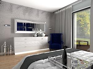 Dom dla dwojga - Śmiechowice - Średnia biała szara sypialnia małżeńska z balkonem / tarasem, styl glamour - zdjęcie od MG Design
