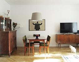 Mieszkanie na Mokotowie - Średni biały salon z barkiem z jadalnią, styl vintage - zdjęcie od DEMBOWSKA / JAGIEŁŁO studio architektury