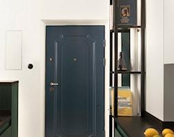 Kawalerka w zabytkowej kamienicy - Hol / przedpokój, styl eklektyczny - zdjęcie od DEMBOWSKA / JAGIEŁŁO studio architektury - Homebook