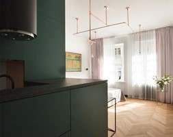 Kawalerka w zabytkowej kamienicy - Mały szary salon z kuchnią, styl eklektyczny - zdjęcie od DEMBOWSKA / JAGIEŁŁO studio architektury - Homebook