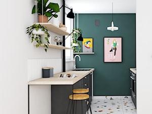 Remont mieszkania - Kraków Nowa Huta - Mała otwarta wąska biała zielona kuchnia dwurzędowa w aneksie z oknem, styl eklektyczny - zdjęcie od one desk