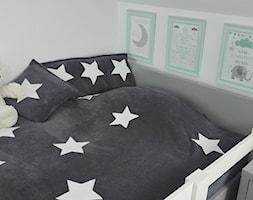 Mały szary pokój dziecka dla chłopca dla dziewczynki dla niemowlaka dla malucha, styl nowoczesny - zdjęcie od Joanna Ołów 2