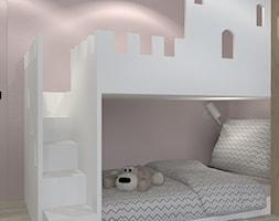 MIESZAKNIE W ŁODZI - Mały szary różowy pokój dziecka dla chłopca dla dziewczynki dla rodzeństwa dla malucha, styl nowoczesny - zdjęcie od NOKODESIGN