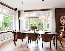 Delta Laserline - Mała zamknięta brązowa jadalnia jako osobne pomieszczenie, styl tradycyjny - zdjęcie od Purmo Polska