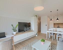 Mieszkanie 46 m2 - Średni biały beżowy salon z kuchnią z jadalnią, styl skandynawski - zdjęcie od home nook