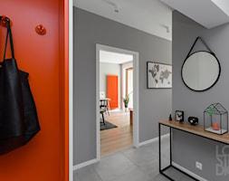 Mieszkanie z pomarańczowym akcentem - zdjęcie od Loftstudio