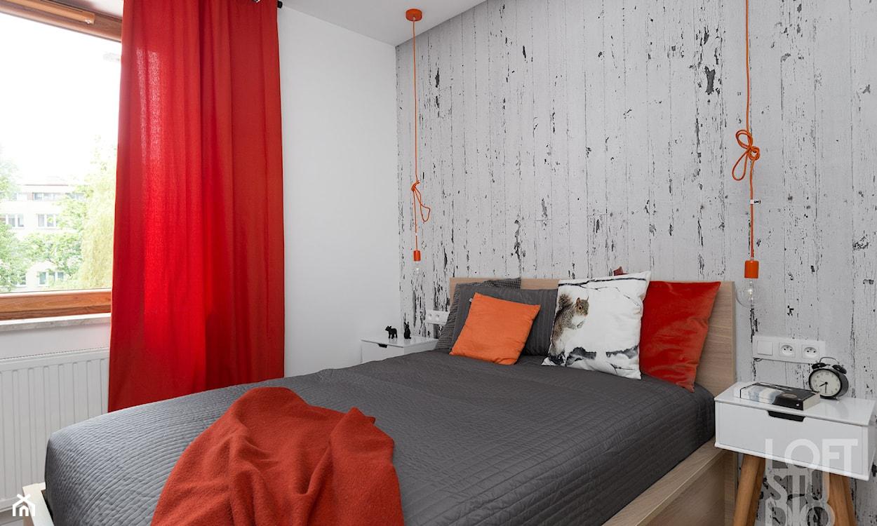 oryginalna tapeta w sypialni, tapeta za łóżkiem, tapeta imitująca drewno
