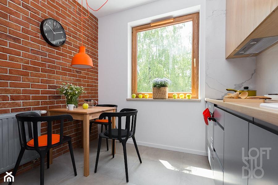 Mieszkanie Z Pomarańczowym Akcentem Zdjęcie Od Loftstudio