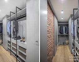 Garderoba przy sypialni w surowym stylu skandynawskim - zdjęcie od Sobkowiak Architektura - Homebook