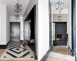 hol+w+stylu+klasycznym+z+bia%C5%82o-czarnymi+p%C5%82ytkami+marmurowymi+-+zdj%C4%99cie+od+Sobkowiak+Architektura