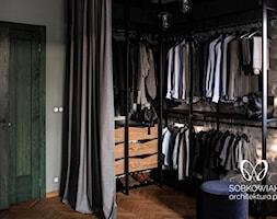 W chmurach - Mała otwarta garderoba przy sypialni, styl eklektyczny - zdjęcie od Sobkowiak Architektura