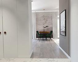 Mieszkanie ZEN - Średni szary salon z jadalnią - zdjęcie od ALMINAS WNĘTRZA - Homebook