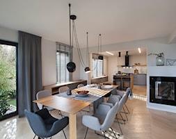 DOM/STAROGARD GDAŃSKI - Duża otwarta biała jadalnia w salonie, styl minimalistyczny - zdjęcie od Think White