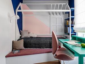 Mieszkanie Gdańsk Niepołomicka - Mały biały niebieski pokój dziecka dla dziewczynki dla ucznia dla malucha dla nastolatka, styl klasyczny - zdjęcie od Kowalczyk Gajda Studio Projektowe