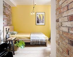 Mieszkanie Gdańsk Śródmieście - Mała biała żółta sypialnia, styl eklektyczny - zdjęcie od Kowalczyk-Gajda Studio Projektowe