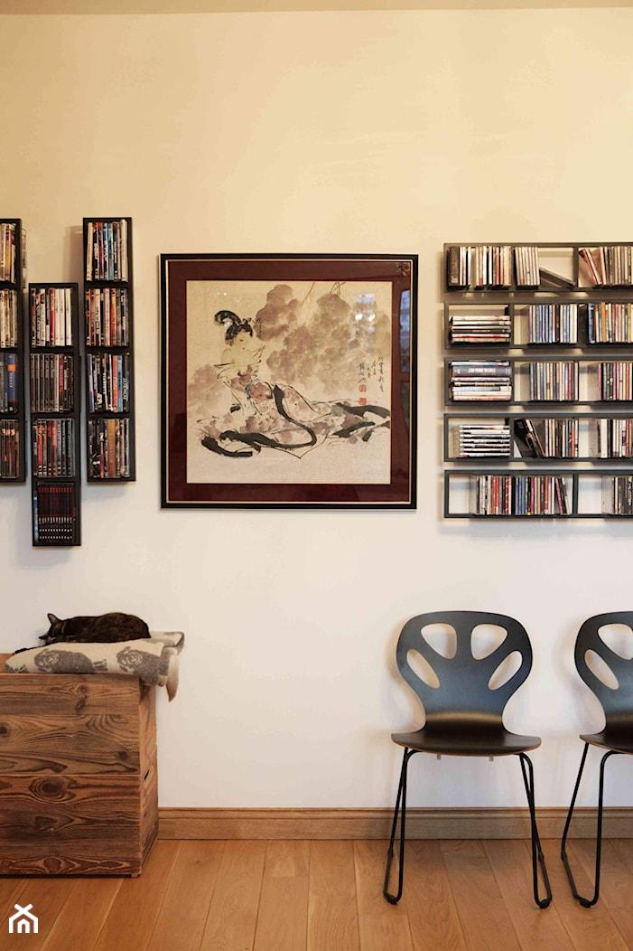 Artystyczny dom w Lublinie - Mały szary salon, styl nowoczesny - zdjęcie od Piękne Wnętrza Agata i Waldemar Smolińscy - Homebook