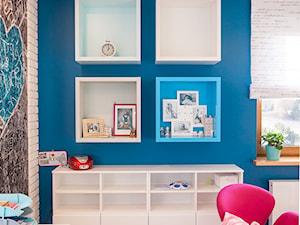 Nowoczesny dom pod Lublinem III - Mały szary niebieski pokój dziecka dla chłopca dla dziewczynki dla ucznia dla malucha dla nastolatka, styl nowoczesny - zdjęcie od Piękne Wnętrza Agata Smolińska